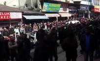 PKK yandaşları cuma hutbesini protesto etti