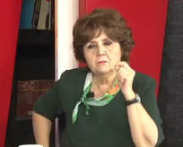 Ayşenur Arslan başörtüsünden rahatsız oldu