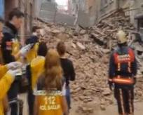 Beyoğlunda facia! 5 katlı bina çöktü