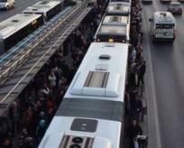 Metrobüs arızası, seferleri aksattı