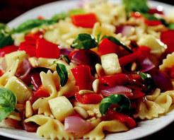 Hellim Peynirli ve Kırmızı Soğanlı Makarna Tarifi