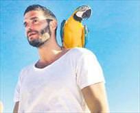 Papağanla hatıra pozu