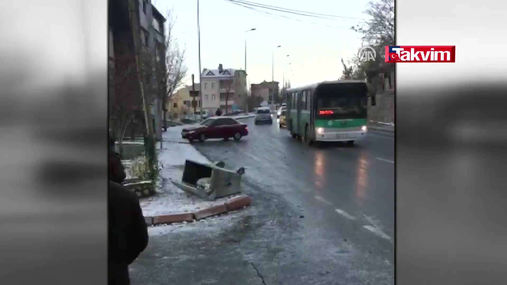 Inanılmaz Anlar Otobüs Kayarak Geliyor Arabadan In Haber Takvim