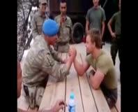 Türk askeri ile Hollanda askeri karşı karşıya