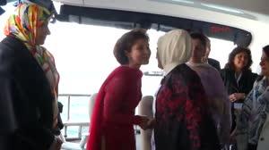 171020210-emine-erdogan-d8-zirvesine-gelen-liderlerin-eslerini-konuk-etti
