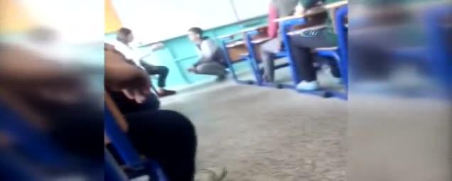 Kadın öğretmenden öğrenciye Sınıfta şiddet Kamerada Takvim 27