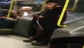 Bu yolcu Metrobüste herkesi şoke etti!